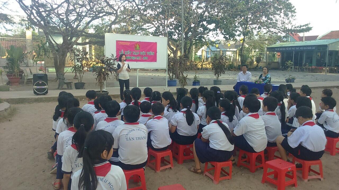 Tổ chức thành công Lễ kết nạp Đội cho học sinh Khối 3